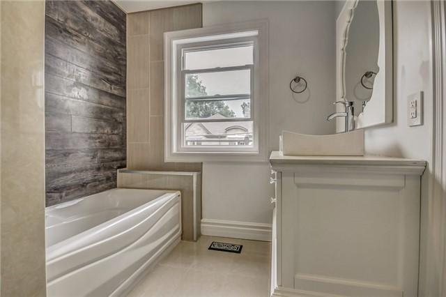 <p>6 William St., Brampton, Ont. There are four bathrooms in the home, including a luxurious master ensuite. (Photo: Zoocasa) </p>