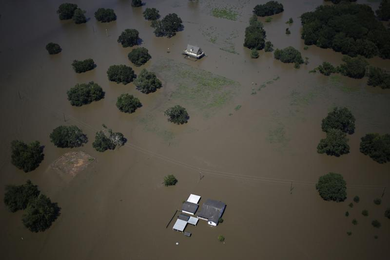 Houston Begins Cleanup After Almost 4 Feet of Rain Falls