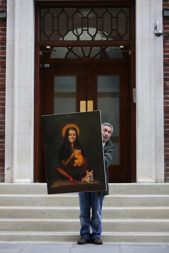 LONDON, ENGLAND - JULY 02: Artist Kaya Mar stands with his latest painting entitled 'Kate Middleton' outside the The Lindo Wing of St Mary's Hospital as the UK prepares for the birth of the first child of The Duke and Duchess of Cambridge at St Mary's Hospital on July 2, 2013 in London, England. (Photo by Jordan Mansfield/Getty Images)