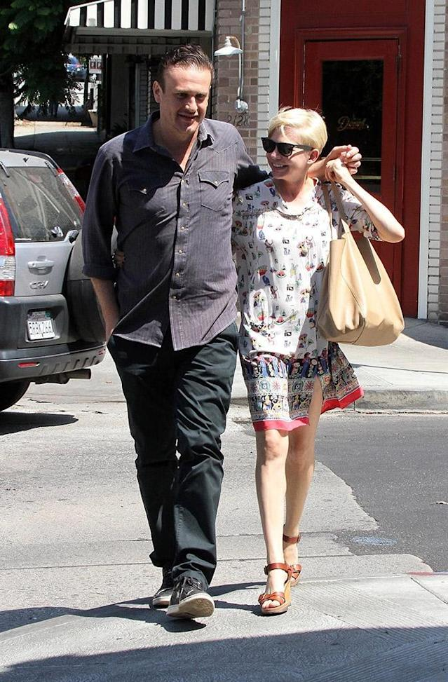 Jason Segel and Michelle Williams stroll around Los Feliz, Calif. (Photo: Ramey Photos/BACKGRID)