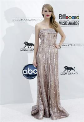 Singer Taylor Swift arrives at the 2011 Billboard Music Awards show in Las Vegas May 22, 2011.