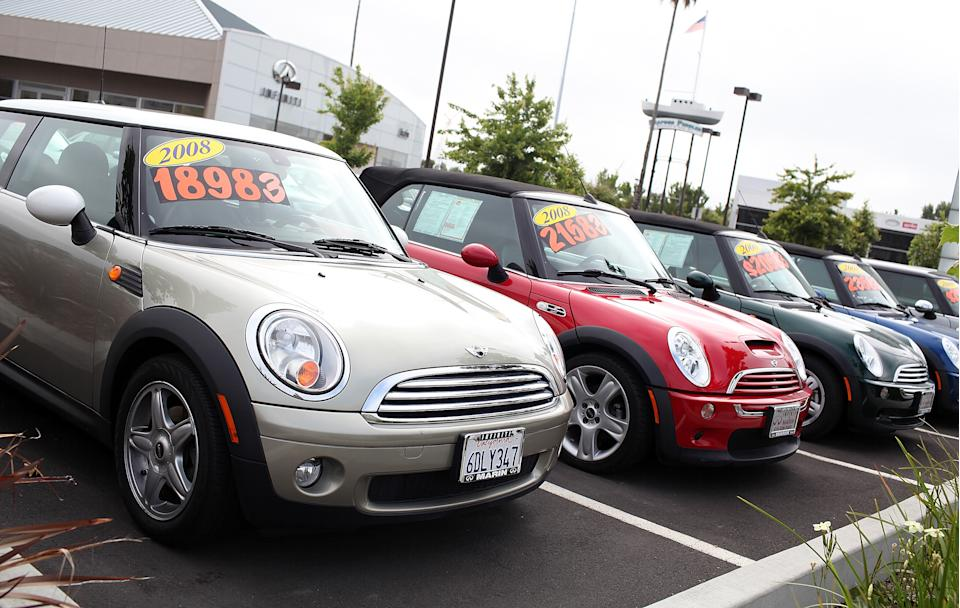 Used cars are displayed on a sales lot in San Rafael, California. (Photo: Justin Sullivan/Getty Images)