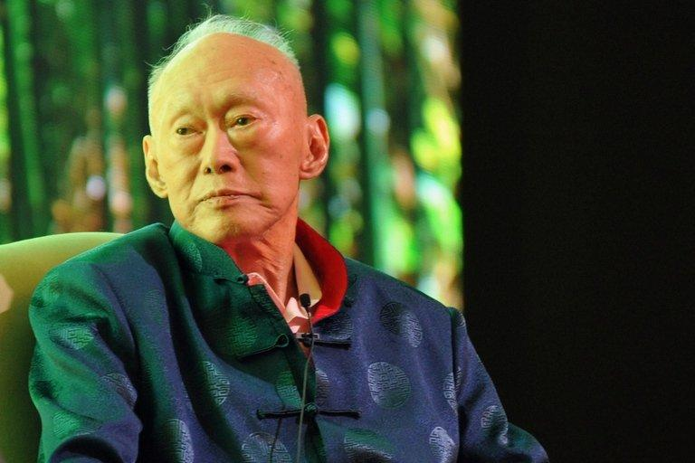 Singapore's former prime minister Lee Kuan Yew attends the Standard Chartered Forum in Singapore on March 20, 2013