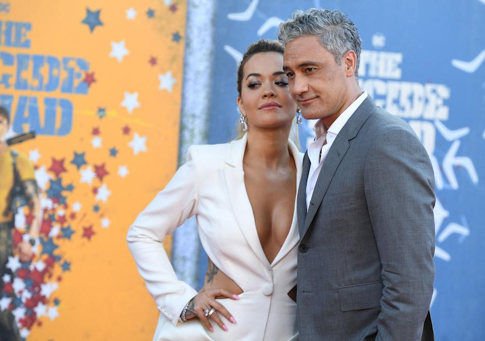 Rita Ora and Taika Waititi embraced each other at the premiere. (Photo by Robyn Beck / AFP) (Photo by ROBYN BECK/AFP via Getty Images)