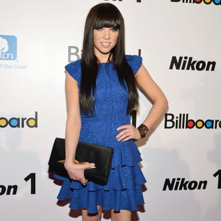 Carly Rae Jepsen: I like womanly scents