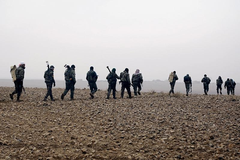 Fighters from the Kurdish Arab alliance known as the Syrian Democratic Forces advance towards the Islamic State group bastion in Raqa in December 2016