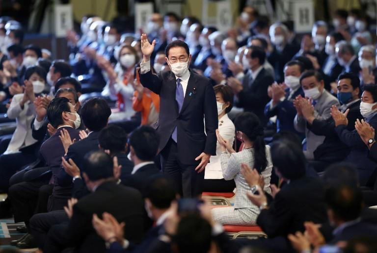 Fumio Kishida (C), former foreign minister, is elected leader of Japan's ruling Liberal Democratic Party (AFP/STR)