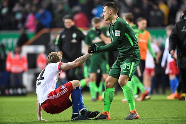 Soccer Football - Bundesliga - Werder Bremen vs Hamburger SV - Weser-Stadion, Bremen, Germany - February 24, 2018 Werder Bremen's Maximilian Eggestein with Hamburg's Andre Hahn at the end of the match REUTERS/Fabian Bimmer DFL RULES TO LIMIT THE ONLINE USAGE DURING MATCH TIME TO 15 PICTURES PER GAME. IMAGE SEQUENCES TO SIMULATE VIDEO IS NOT ALLOWED AT ANY TIME. FOR FURTHER QUERIES PLEASE CONTACT DFL DIRECTLY AT + 49 69 650050