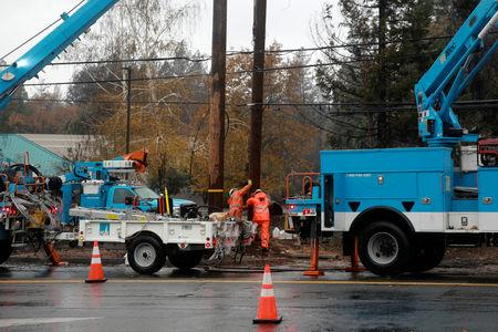 PG&E works on power lines to repair damage caused by the Camp Fire in Paradise, California, U.S. November 21, 2018. REUTERS/Elijah Nouvelage