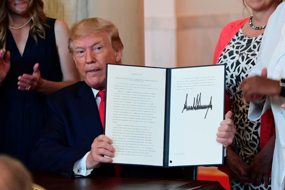 U.S. President Donald Trump signs an executive order aimed at requiring hospitals to be more transparent about prices before charging patients for healthcare services, at the White House in Washington, U.S. June 24, 2019. REUTERS/Erin Scott