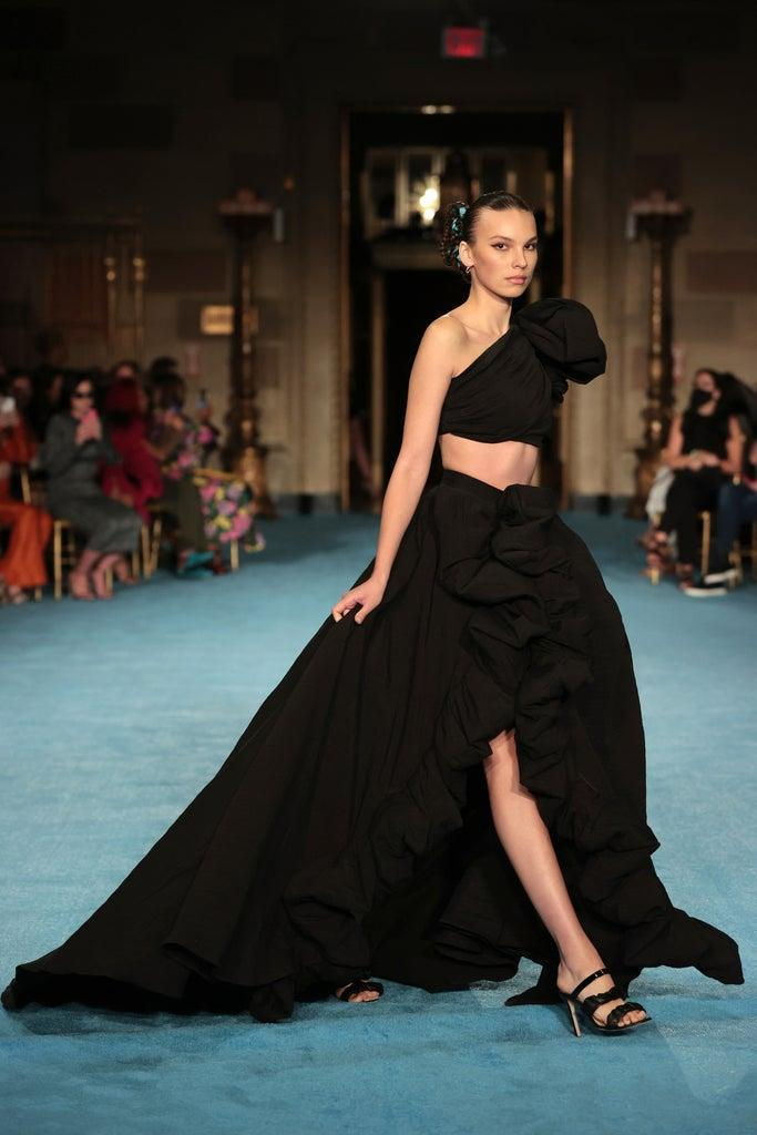 NEW YORK, NEW YORK – SEPTEMBER 07: A model walks the runway for the Christian Siriano SS2022 Fashion Show at Gotham Hall on September 07, 2021 in New York City (Photo by Mike Coppola/Getty Images for Christian Siriano)