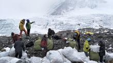China plans major cut in number of Everest climbers