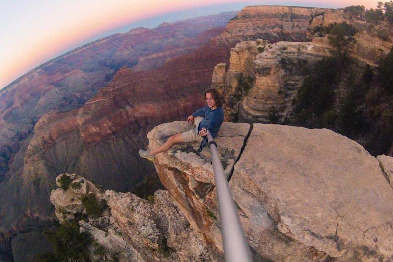 Selfies at attractions like the Grand Canyon have become de rigueur (Reddit/Wholesale Grapefruit)