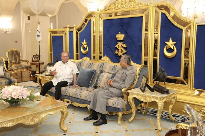 Sultan Ibrahim Sultan Iskandar (left) and Tun Dr Mahathir Mohamad had a meeting for the first time in about 20 years. — Picture courtesy of the Royal Press Office