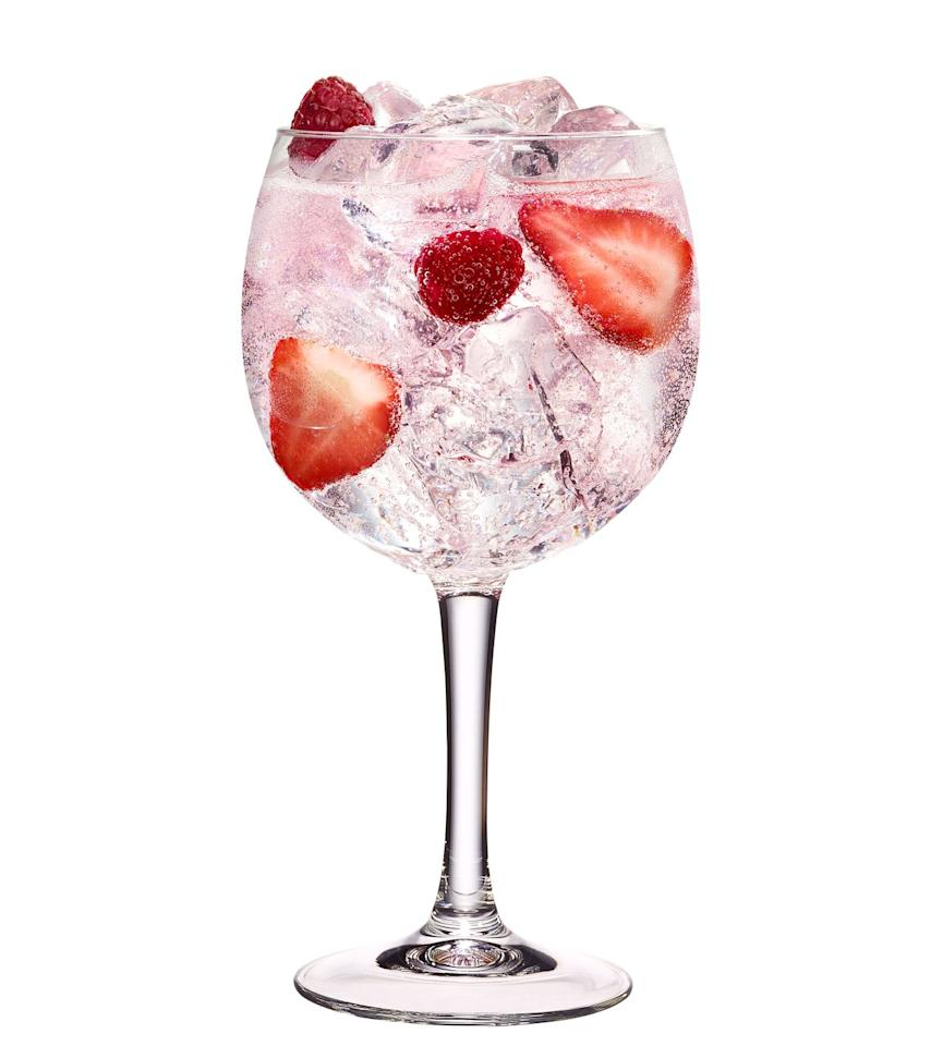 """<p>The world rejoiced when <a href=""""https://www.cosmopolitan.com/uk/worklife/a10362959/gordons-pink-gin/"""" target=""""_blank"""">Gordon's released Pink gin</a> - but have you considered making it sparkle? Combine it with champagne for a delicious alternative way to drink it.</p><p>Pour 50ml Gordon's Pink into a large wine glass filled with ice. Add 50 ml of lemonade and 25 ml Prosecco. </p><p>(Via <a href=""""https://www.gordonsgin.com/en-row/home/"""" target=""""_blank"""">Gordons</a>)</p>"""