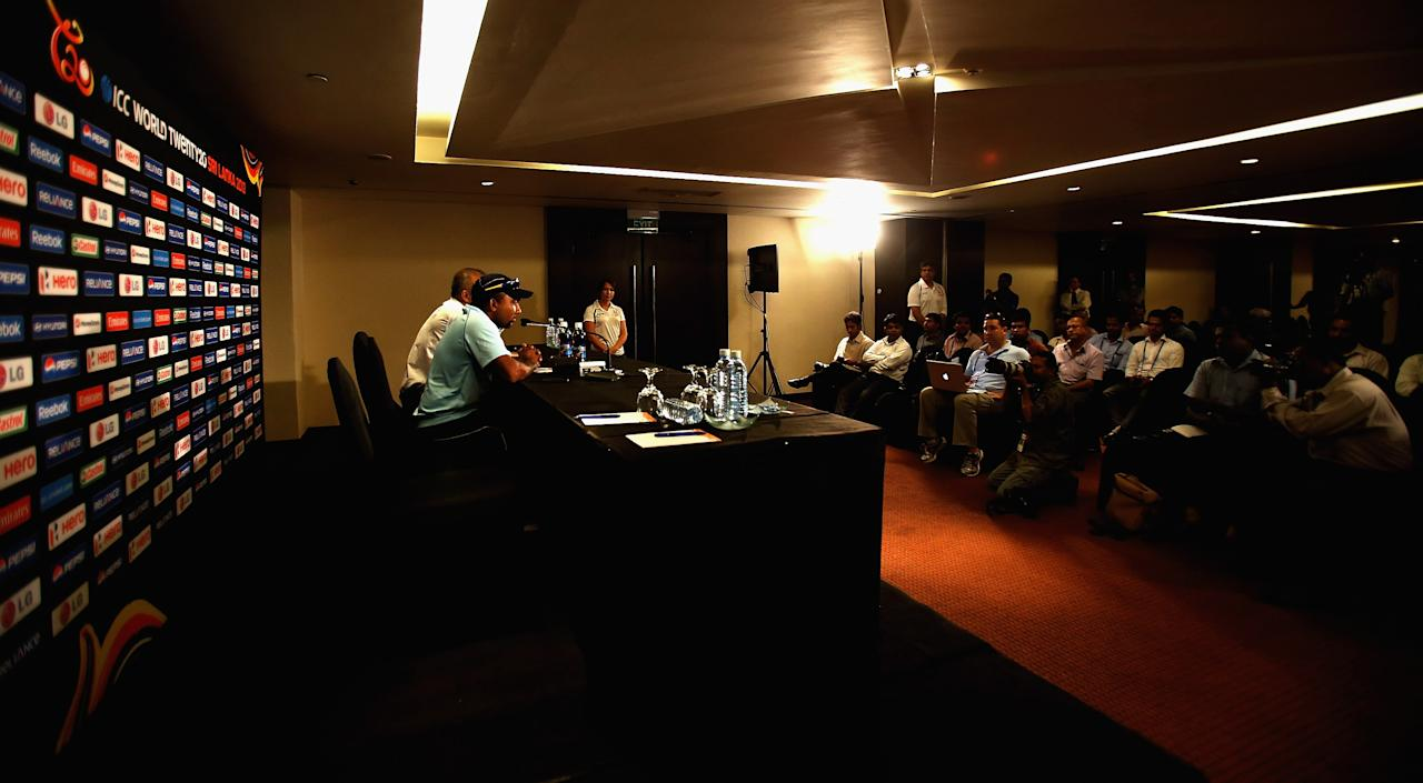COLOMBO, SRI LANKA - SEPTEMBER 10:  Mahela Jayawardena, Captain of Sri Lanka talks to media during the Sri Lanka Press Conference ahead of the ICC T20 World Cup on September 10, 2012 in Colombo, Sri Lanka.  (Photo by Matthew Lewis/Getty Images)