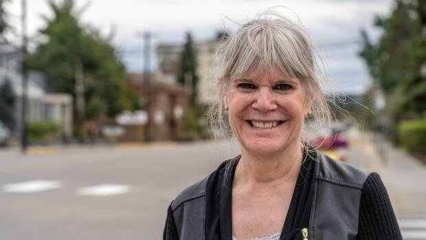 Barbara Dunlop, a civil servant and author of more than 50 Harlequin romance novels, is running for the Conservative Party in Yukon. (Vincent Bonnay/Radio-Canada - image credit)