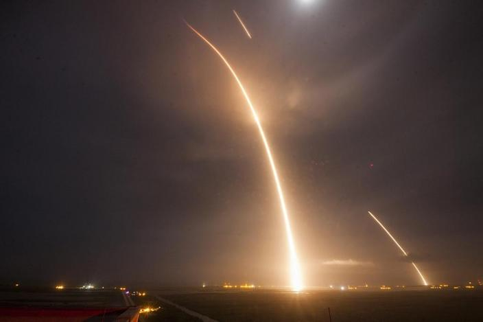 A 9-minute time exposure shows the launch, re-entry, and landing burns of the SpaceX Falcon 9 rocket (AFP Photo/)