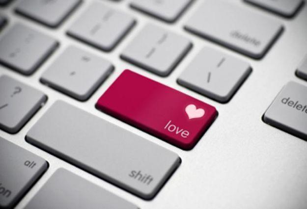 Facebook data reveals users' romantic and break-up habits