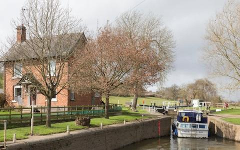 Strensham Lock on the River Avon near Eckington, Wychavon - Credit: Paul Weston /Alamy