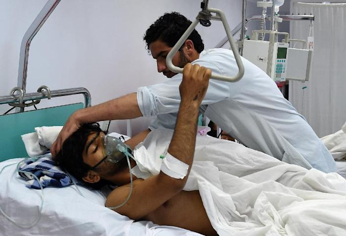A wounded staff member of Doctors Without Borders, survivor of the US airstrikes on the MSF Hospital in Kunduz, receives treatment at a hospital in Kabul on October 6, 2015 (AFP Photo/Wakil Kohsar)