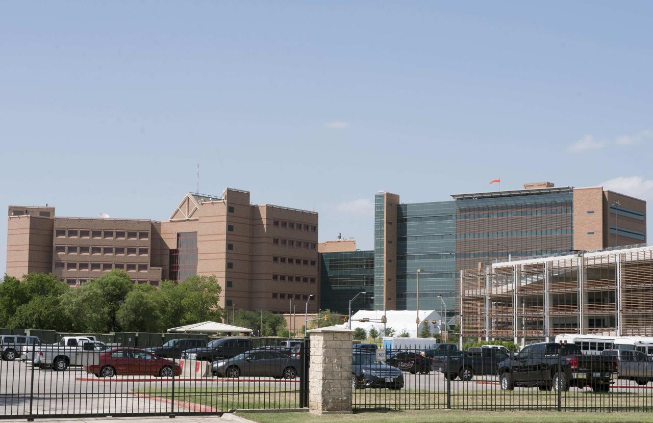 The Brooke Army Medical Center, at Fort Sam Houston in San Antonio, Texas, is pictured June 12, 2014. After spending five years as a Taliban prisoner of war Army Sergeant Bowe Bergdahl is heading back to the United States. The Pentagon says Bergdahl will arrive in San Antonio, where he will receive further treatment at the Brooke Army Medical Center. Bergdahl was handed over to U.S. forces in Afghanistan on May 31 in exchange for the release of five Taliban leaders held at Guantanamo Bay. REUTERS/Darren Abate (UNITED STATES - Tags: MILITARY POLITICS)
