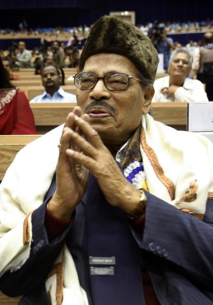 FILE – In this Oct. 21, 2009 file photo, famed Bollywood playback singer Manna Dey acknowledges the crowd after receiving the Dadasaheb Phalke award for the year 2007, during the 55th National Film awards in New Delhi, India. Dey, who recorded nearly 4,000 songs in his Bollywood career, died in a Bangalore hospital early Thursday, Oct. 24, 2013. He was 94. (AP Photo/Manish Swarup, File)