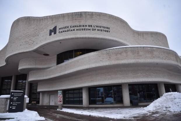 The federal government received a report in January into allegations of workplace harassment involving Mark O'Neill, the long-time president of the Canadian Museum of History in Gatineau, Que.  (Simon Lasalle/Radio-Canada - image credit)