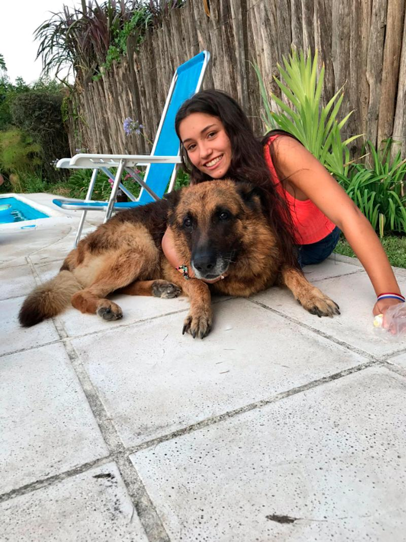 Lara Sanson happily posed with the dog before it chomped her face. Source: Australscope