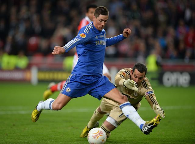 AMSTERDAM, NETHERLANDS - MAY 15: Fernando Torres of Chelsea runs through past Artur of Benfica to score the opening goal during the UEFA Europa League Final between SL Benfica and Chelsea FC at Amsterdam Arena on May 15, 2013 in Amsterdam, Netherlands. (Photo by Michael Regan/Getty Images)