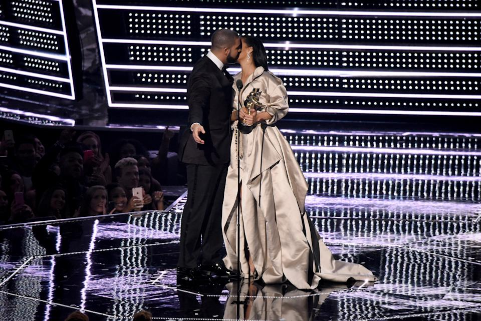 NEW YORK, NY - AUGUST 28:  Recording artist Drake (L) presents the Michael Jackson Video Vanguard Award to recipient Rihanna onstage during the 2016 MTV Video Music Awards at Madison Square Garden on August 28, 2016 in New York City.  (Photo by Noam Galai/FilmMagic)