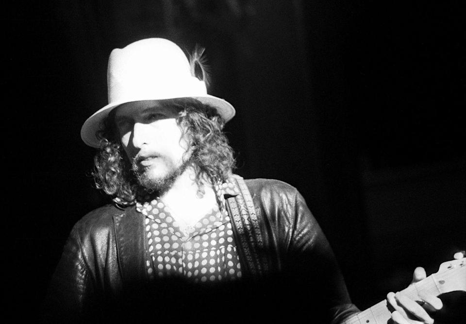 <p>Bob Dylan joins The Band to play their Last Waltz at Winterland on November 25, 1976 in San Francisco, California.</p>