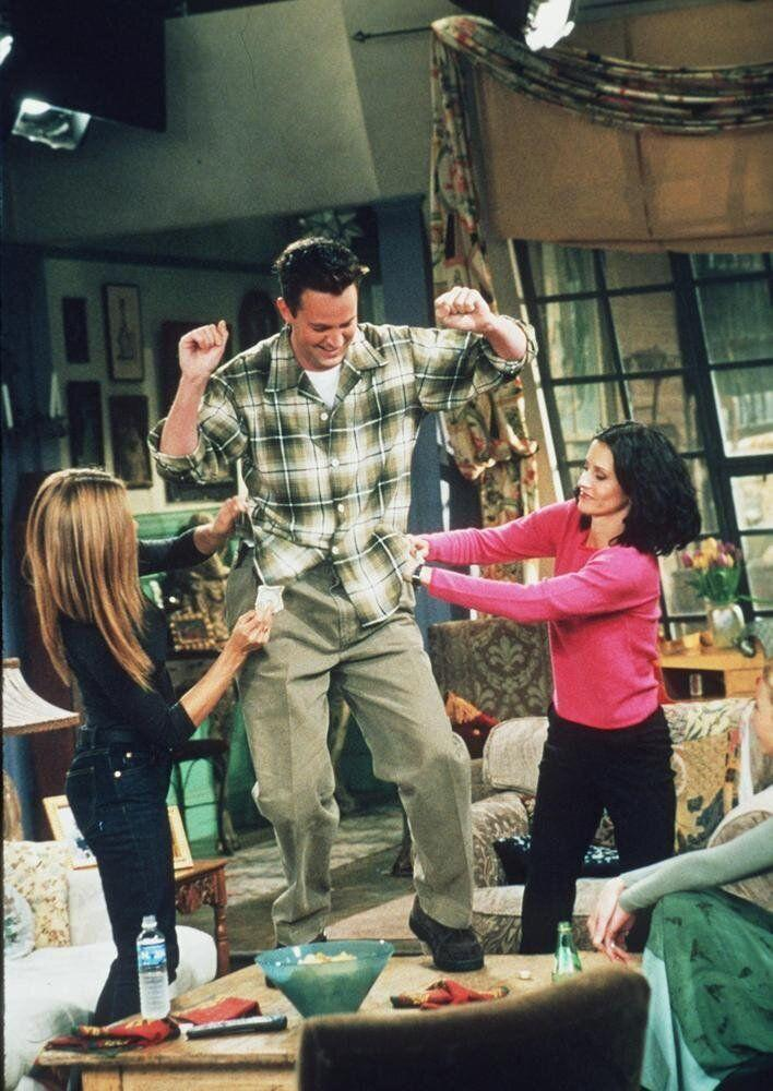 Matthew Perry, Jennifer Aniston, and Courteney Cox star in the latest season of 'Friends.'