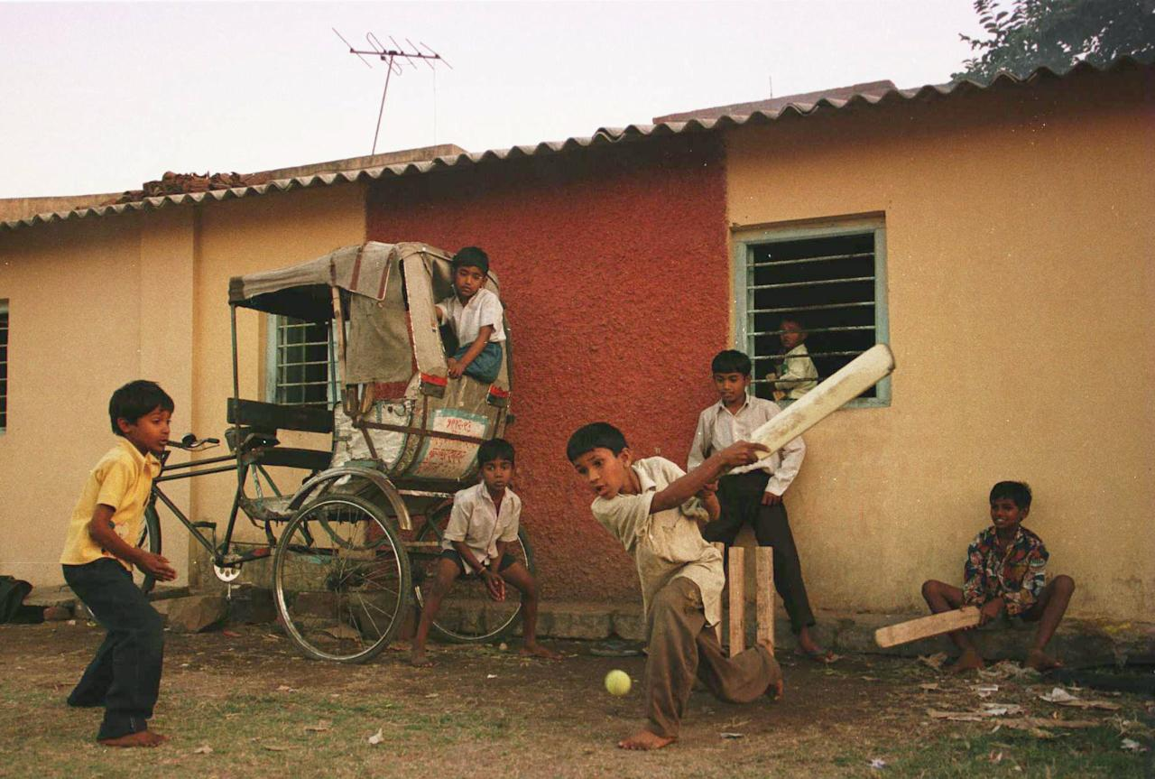 1 Mar 1996:  A group of young boys play a game of cricket in the streets of Nagpur, India. Mandatory Credit: Shaun Botterill/ALLSPORT