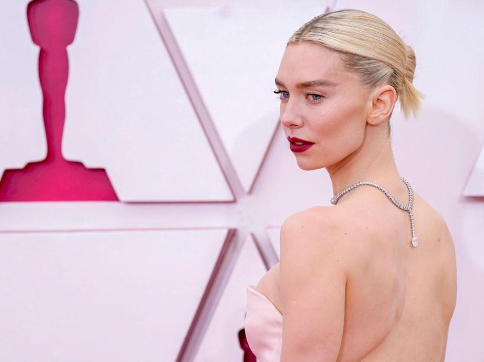 <p>The Best Actress nominee turned her back on convention and wore her platinum and diamond Cartier necklace with its pendant at the nape of her neck, to sensational effect. </p>