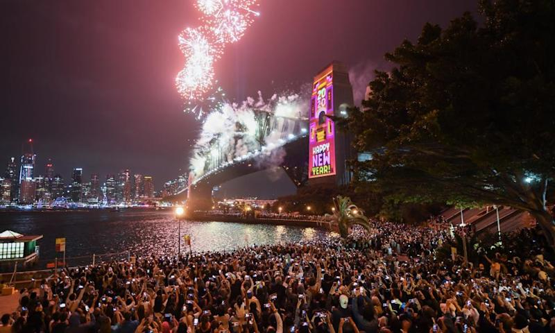 Crowds watch NYE fireworks on the Sydney harbour bridge