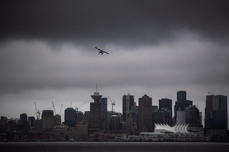 Pandemic drives down rent, boosts incentives in Toronto and Vancouver