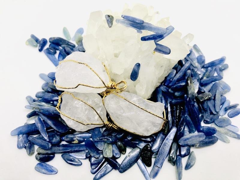 Blue kyanite and clear quartz crystals are trusted to be detox crystals