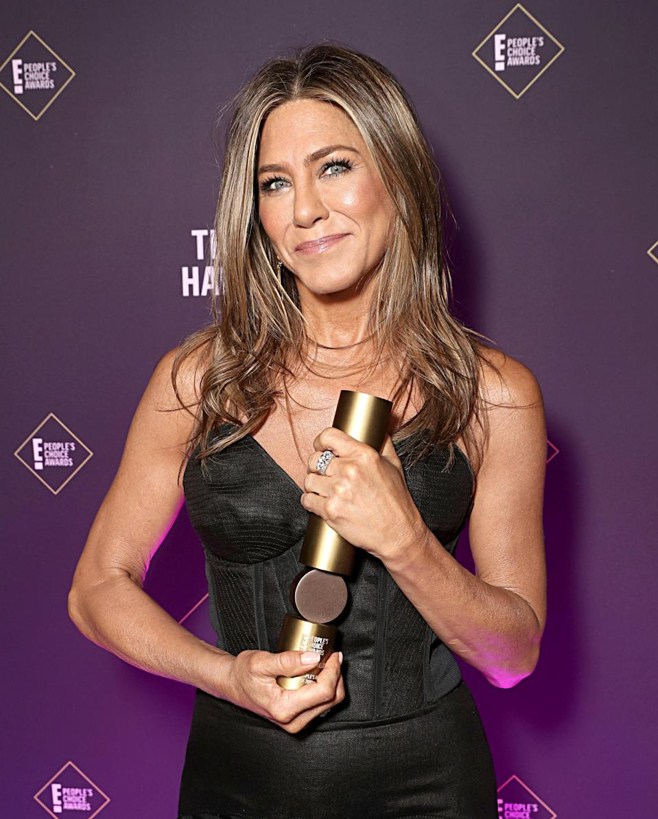 "<p>Fact: <a href=""https://www.womenshealthmag.com/life/g28649890/jennifer-aniston-age-photos-morning-show/"" rel=""nofollow noopener"" target=""_blank"" data-ylk=""slk:Jennifer Aniston"" class=""link rapid-noclick-resp"">Jennifer Aniston</a> has looked jaw-droppingly fit and healthy for decades. From her early <em>Friends</em> days rocking '90s crop tops to facing off with <a href=""https://www.womenshealthmag.com/health/g30502335/reese-witherspoon-health-fitness-habits/"" rel=""nofollow noopener"" target=""_blank"" data-ylk=""slk:Reese Witherspoon"" class=""link rapid-noclick-resp"">Reese Witherspoon</a> on Apple TV+'s <em>The Morning Show </em>to donning yet another show-stopping little black dress on a red carpet, the legendary actress is #fitnessgoals. But, tbh, she's really hit her stride after turning 50. At 52, Jen has ridiculous abs, glowy skin, and legs even Rachel Green would die for. Clearly, her exercise and eatings routine are working for her—and working <em>hard</em>.</p><p>While she's played a host of beloved fictional characters, Jen's strong muscles are all real and all toned. Jen is committed to taking care of her strong bod and isn't afraid to sweat it out. (Hello, she left a<a href=""https://www.womenshealthmag.com/fitness/a33408105/jennifer-aniston-workout-yoga-mat-sweat-photo-instagram/"" rel=""nofollow noopener"" target=""_blank"" data-ylk=""slk:self-portrait in sweat on her yoga mat."" class=""link rapid-noclick-resp""> self-portrait in sweat on her yoga mat.</a>) Plus, her trainer, Gloveworx founder Leyon Azubuike, says it's difficult to keep up with her. <a href=""https://www.womenshealthmag.com/fitness/a32147713/i-tried-jennifer-aniston-workout/"" rel=""nofollow noopener"" target=""_blank"" data-ylk=""slk:Jen works out almost every day for up to an hour and half"" class=""link rapid-noclick-resp"">Jen works out almost every day for up to an hour and half</a>, Azubuike previously told <em>Women's Health</em>. They may clock in for a session as early as 3 a.m. (!!) if she has morning photoshoot or jam-packed day.</p><p>But, balance is also key for her in the gym and the rest of her life. She seems to be pretty chill about her approach to health and recognizes when she needs a rest day. Here are the 40 health and wellness habits Jen swears by to stay active and basically ageless:</p>"