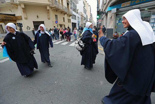 <p>Nuns and anti-abortion rights activists gather as lawmakers are expected to vote on a bill legalizing abortion, in Buenos Aires, Argentina, Aug. 8, 2018. (Photo: Marcos Brindicci/Reuters) </p>