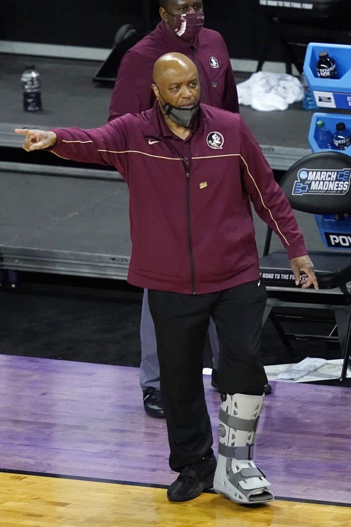 Florida State head coach Leonard Hamilton directs his team during the first half of a second-round game against Colorado in the NCAA college basketball tournament at Farmers Coliseum in Indianapolis, Monday, March 22, 2021. (AP Photo/Charles Rex Arbogast)