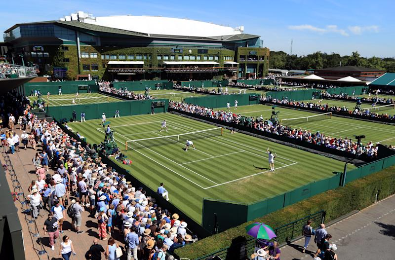 Sprinklers come in mid-match at Wimbledon