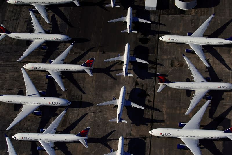 U.S. airlines to dash for cash grants, not loans, even with potential government stake