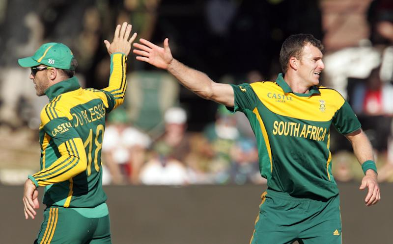 South Africa's bowler Ryan McLaren (right) celebrates a wicket with his teammate Faf du Plessis during the second match of a three one-day internationals (ODI) between Zimbabwe and South Africa at the Queens Sports Club in Bulawayo on August 19, 2014