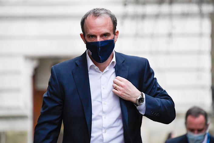 Foreign Secretary Dominic Raab wears a face mask as he arrives at 10 Downing Street. (Photo: ASSOCIATED PRESS)