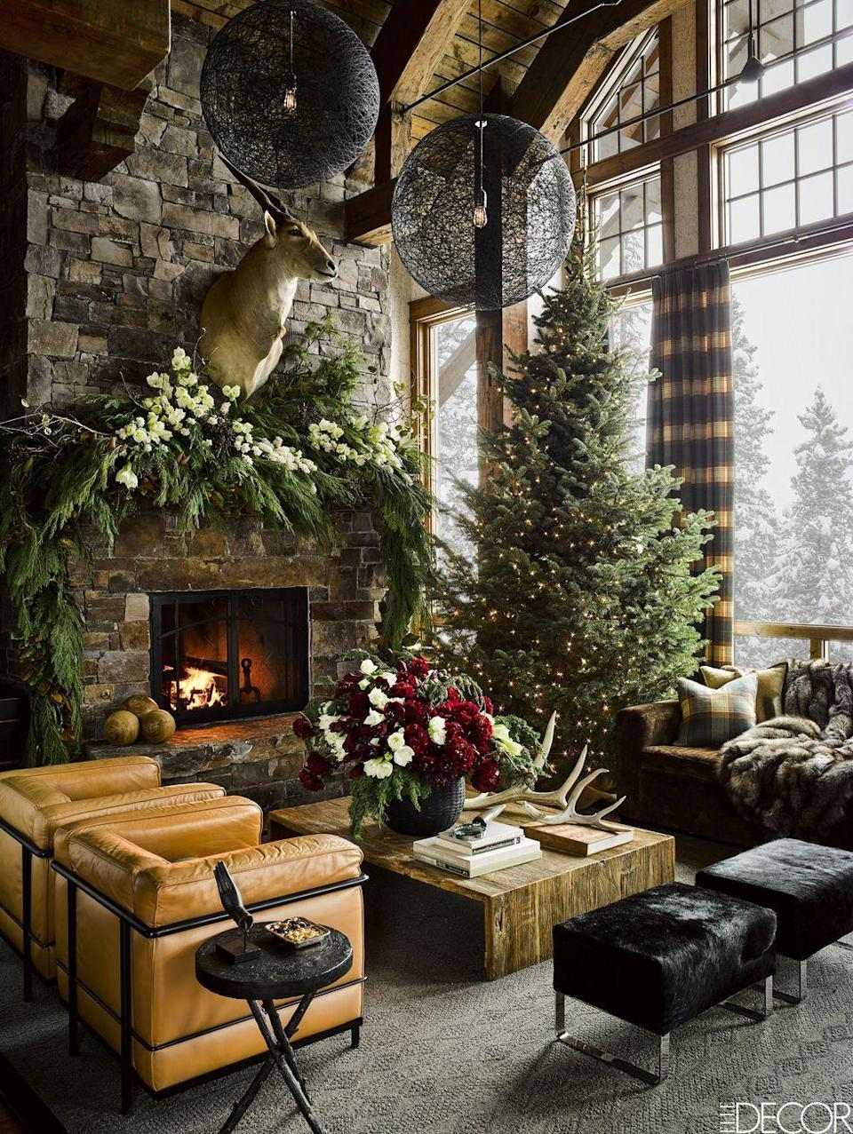 <p>Embrace your tree's arboreal beauty with ultra-minimalist decor that lets the pine speak for itself. This sky-high tree is decorated with simple twinkling lights for a subdued spirit without all the glam.</p>