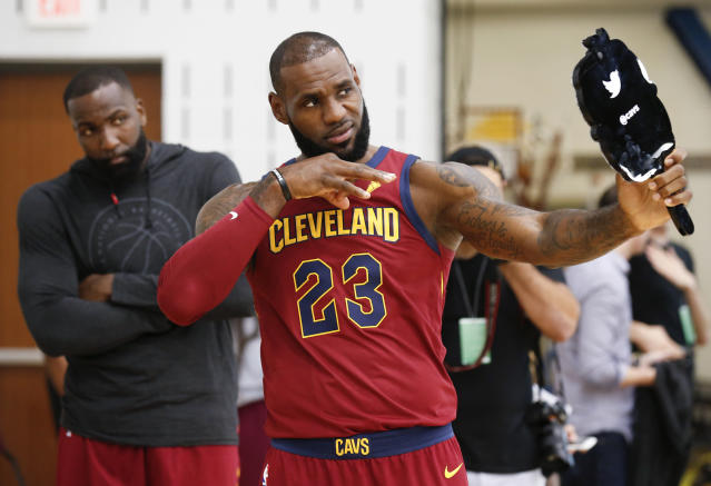 "<a class=""link rapid-noclick-resp"" href=""/nba/players/3704/"" data-ylk=""slk:LeBron James"">LeBron James</a> looks himself in the mirror. (AP)"