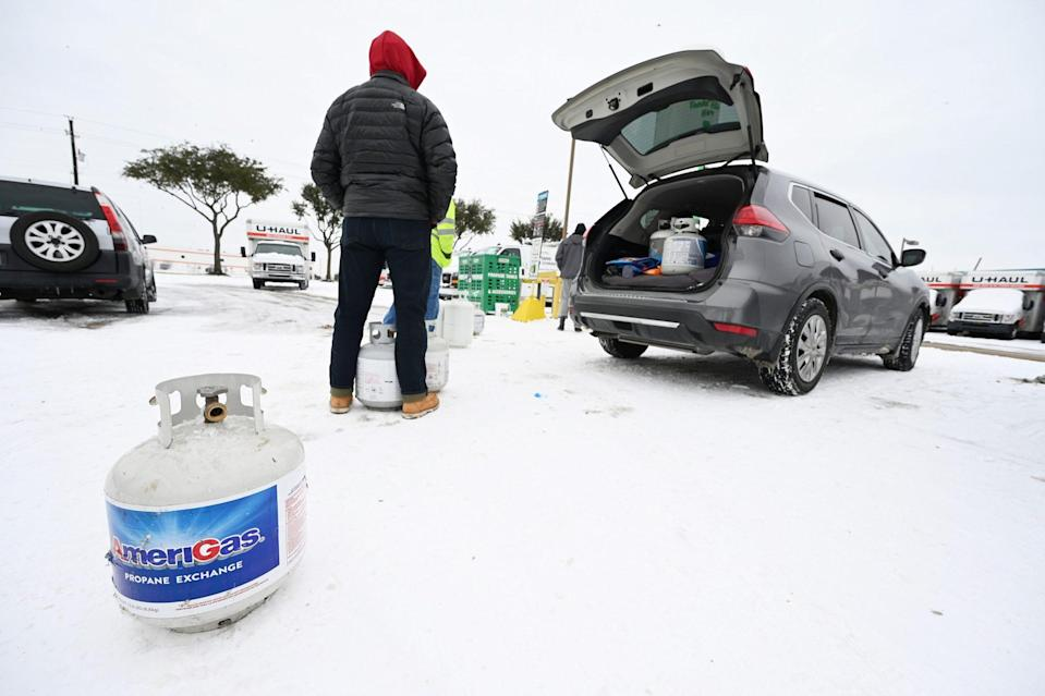<p>People wait to get propane tanks filled outside Dallas, Texas, on Feb. 17. </p>