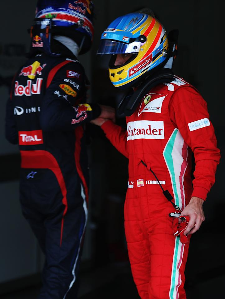 SAO PAULO, BRAZIL - NOVEMBER 24:  Mark Webber (L) of Australia and Red Bull Racing and Fernando Alonso (R) of Spain and Ferrari shake hands in parc ferme following qualifying for the Brazilian Formula One Grand Prix at the Autodromo Jose Carlos Pace on November 24, 2012 in Sao Paulo, Brazil.  (Photo by Mark Thompson/Getty Images)