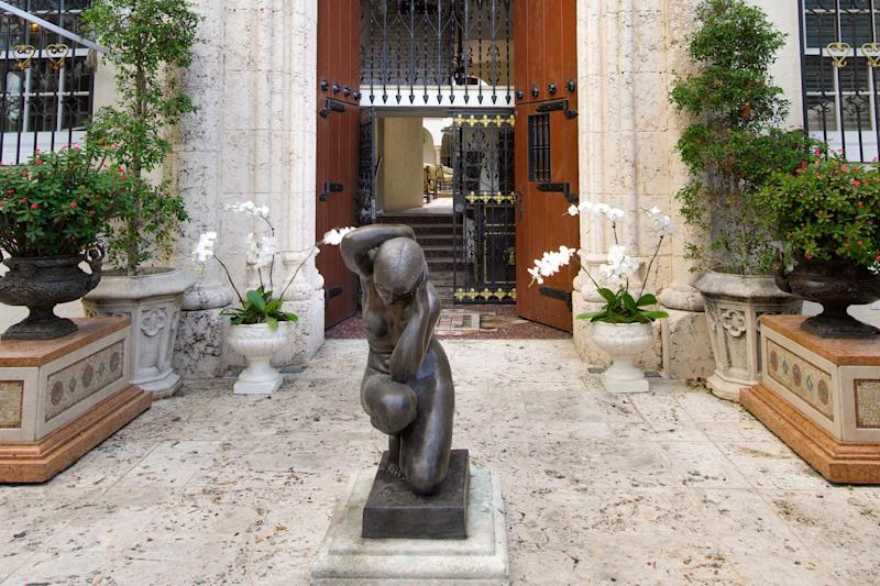 You Can Spend A Night In Gianni Versaces Mansion